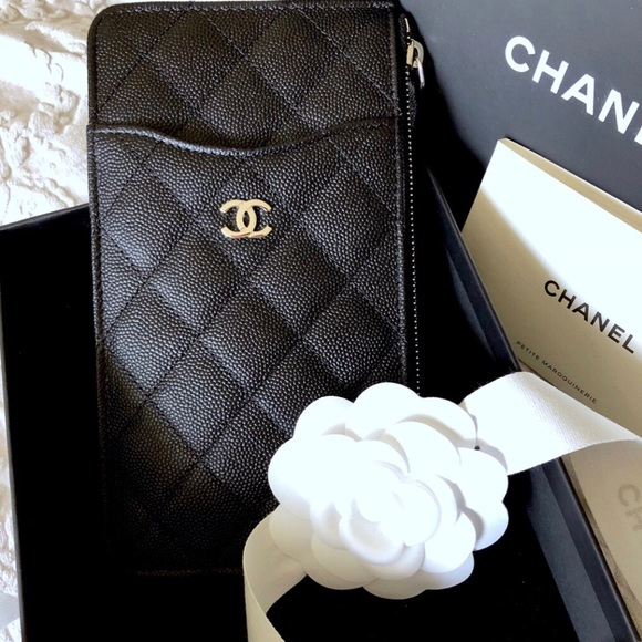 hot sales 90703 729c7 Chanel 18C Caviar Iphone Zip Cardholder Wallet NWT